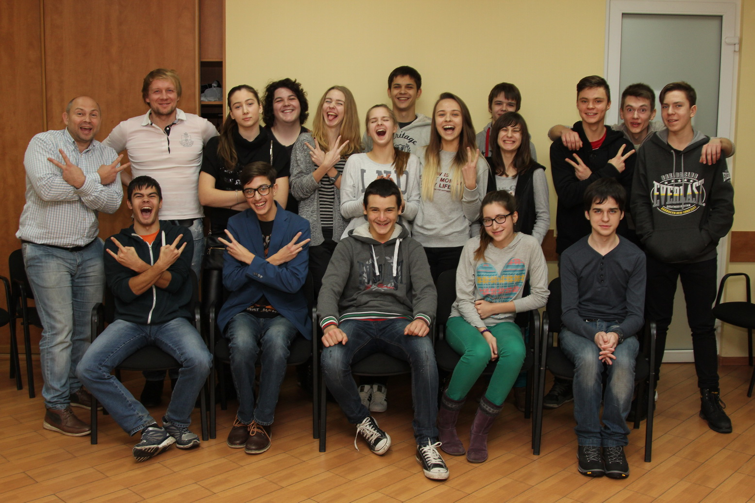 Подростковый клуб — это встречи, занятия и образовательные дружеские беседы для подростков.